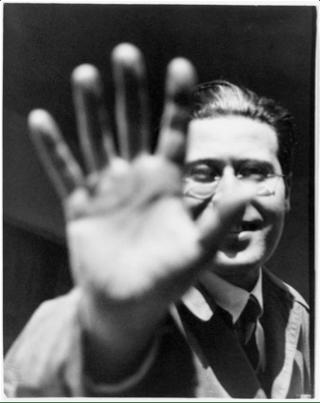László Moholy-Nagy fotografiado por Lucia Moholy, 1925